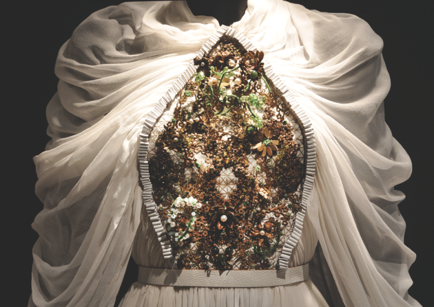 Gown inspired by the El Transito Synagogue in Toledo, Spain. Designed by Shenhav Levi.