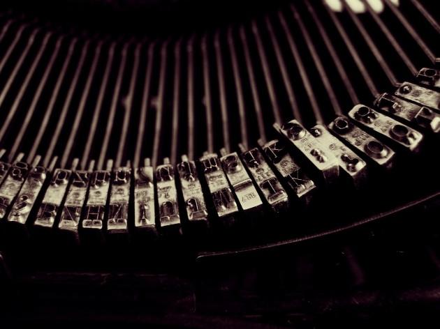 typewriter-1245894_1920